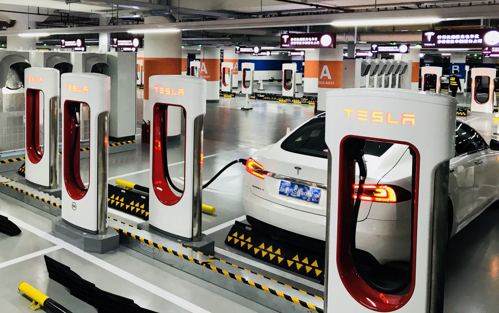 Tesla To Soon Get Netflix, YouTube Streaming Support | Retail News Asia