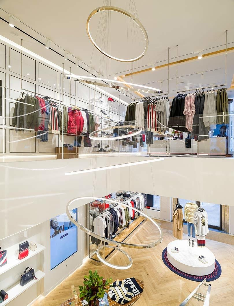 "96c7c38eda8 The Tommy Hilfiger store of the future features large monitor screens which  serve as ""digital endless aisles"" that allow customers to browse the  brand's ..."